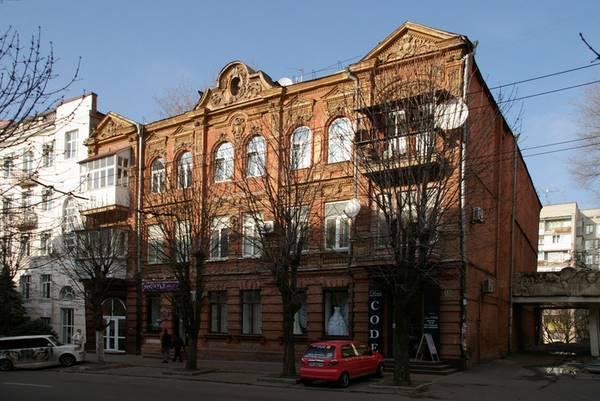 """Днепровский """"дом с химерами"""": на Вернадского находится здание, с которого """"сбежал"""" сатир (ФОТО)"""