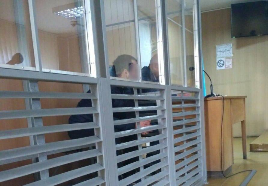 Подозреваемый мошенник в зале суда