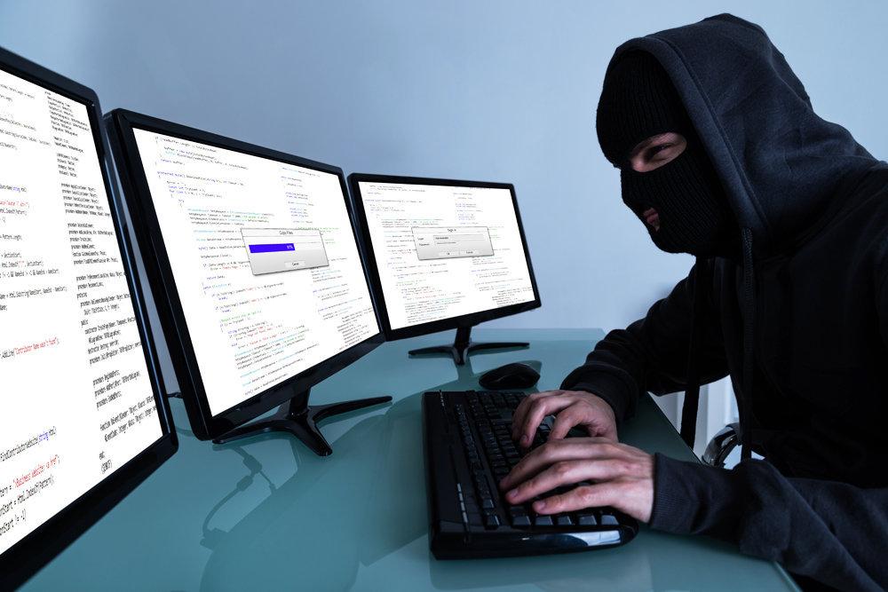 Вместо установки окон - скупка клиентских баз: киберполиция Днепра задержала финмошенников (ФОТО)