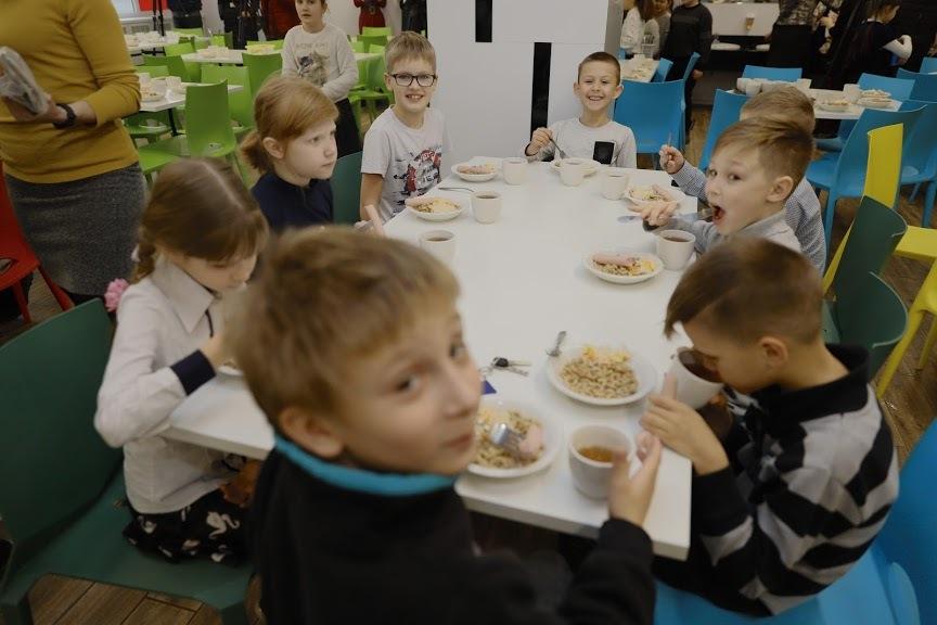 Выбирай, что нравится: теперь школьные столовые в Днепре будут работать по типу кафе