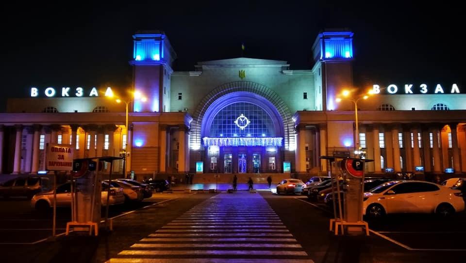 Есть чем восхищаться: жд вокзал в Днепре украсили к Новому году (ФОТО)