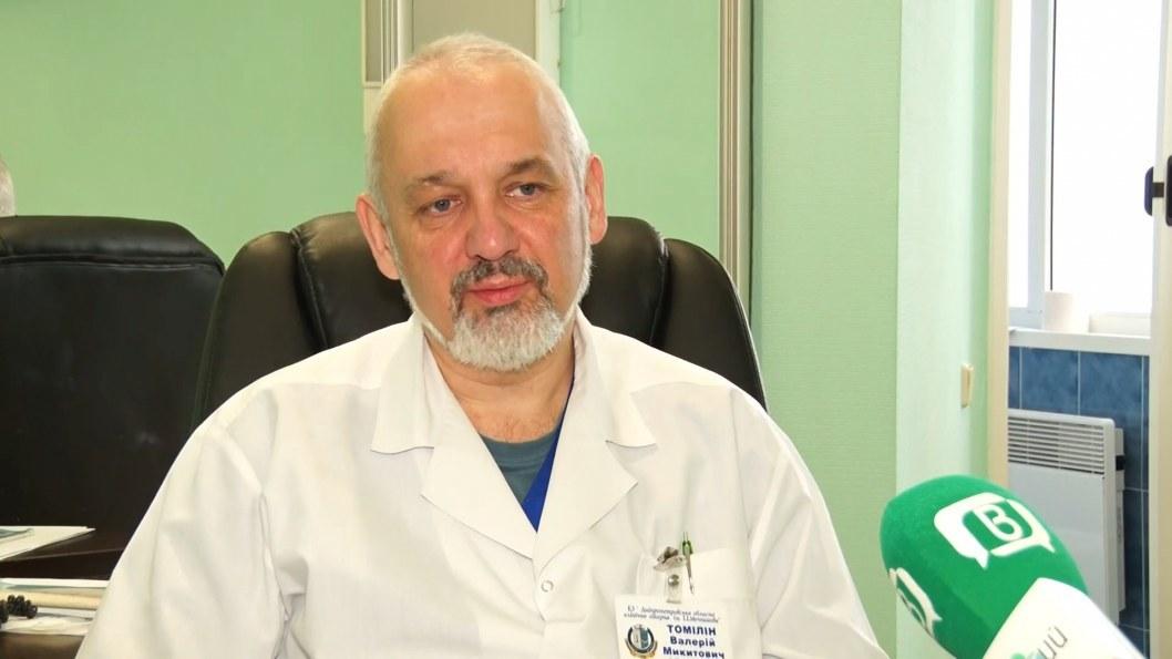 """ВІДЕО: Близько 200 операцій на рік: дніпровський травматолог отримав звання """"Заслужений лікар України"""""""