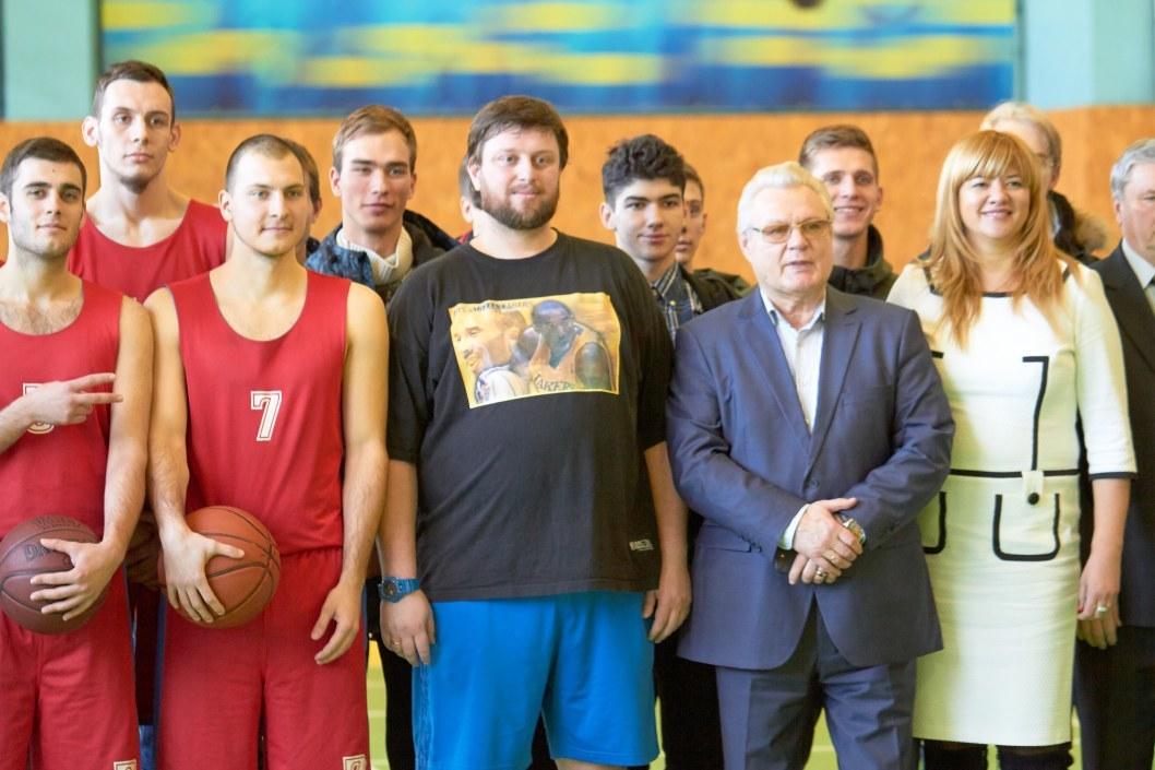 Мастер-класс по баскетбольным броскам от тренера Александра Мунтяна в честь 128 годовщины создания игры баскетбол