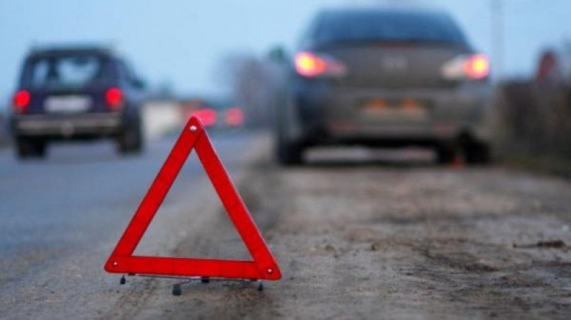 В Днепре на Петрозаводской столкнулись две легковушки и маршрутка