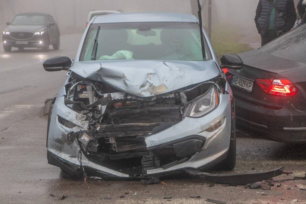 Не проскочили: в Днепре столкнулись Volkswagen и Chevrolet (ФОТО)
