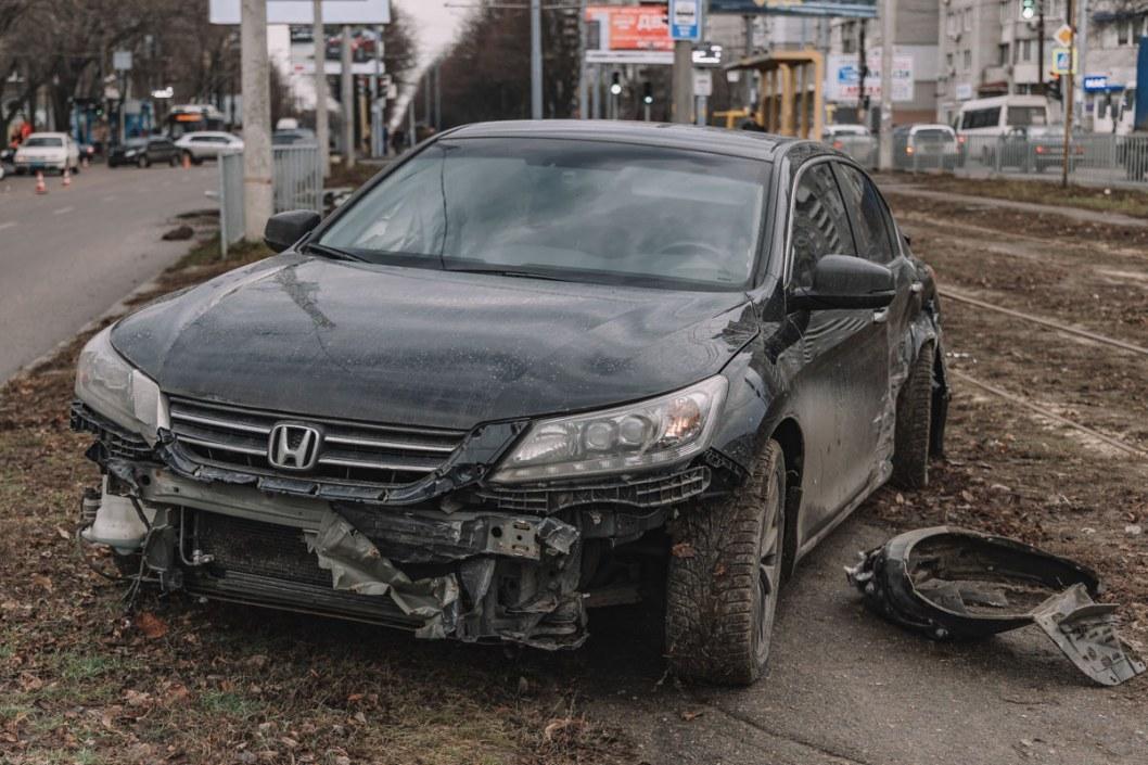 Поврежденная Honda