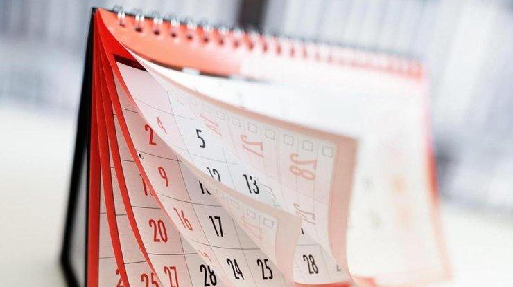 Настольный календарь с отрывными листами.