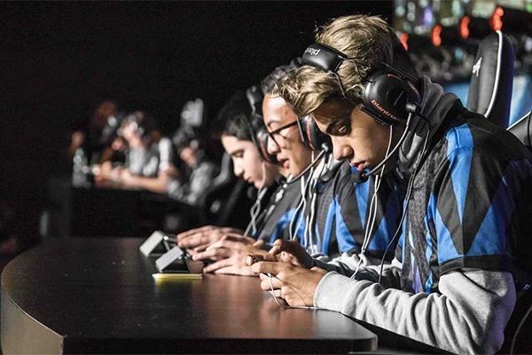 Крем для рук, салфетки и десятки часов в игре: как днепряне готовятся к Кубку Украины по мобильному киберспорту (ФОТО)