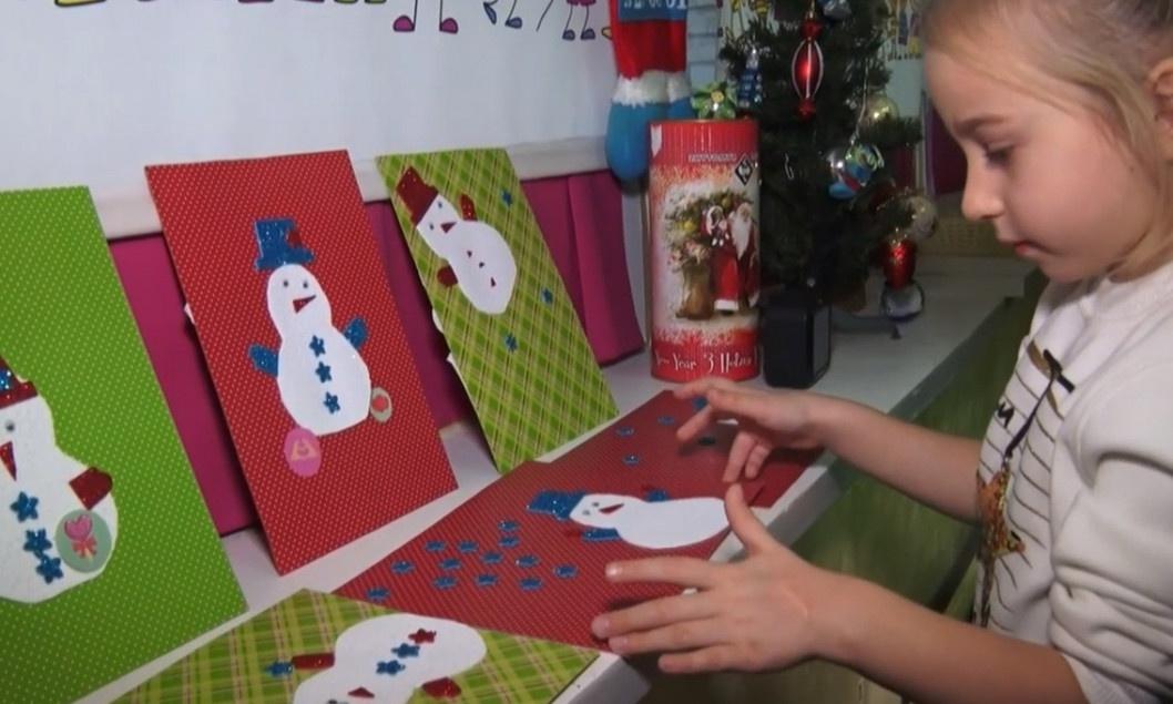 ВІДЕО: Діти з Дніпра робили листівки Діду Морозу