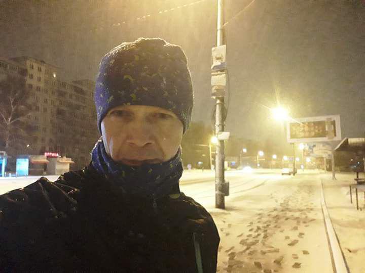 На ночных улицах снег смотрится особенно красиво