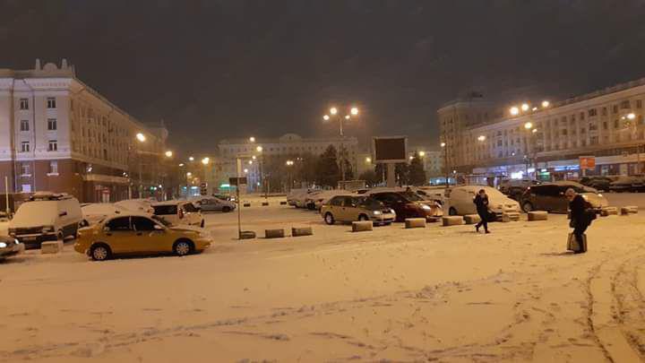 Вокзал встречает жителей города и гостей снежным покровом