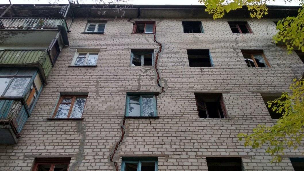 Дом с трещиной в Днепре.