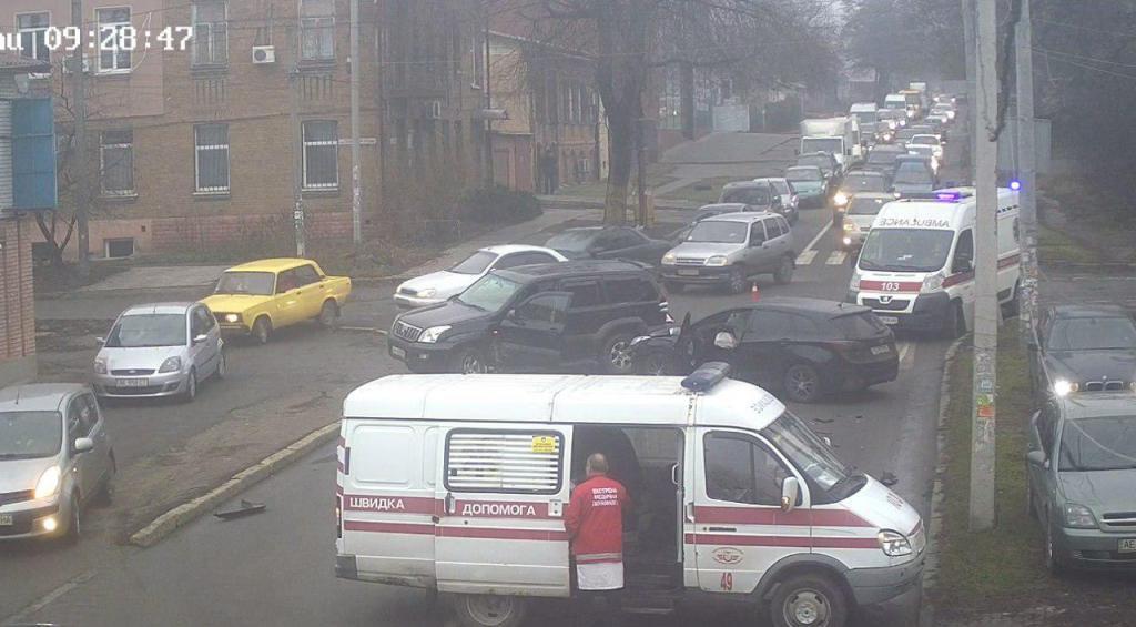 ДТП в центре Днепра при участии 2 автомобилей