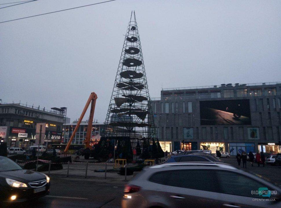 Каркас центральной городской елки Днепра 2020.