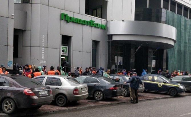 Громкое утро: митинг под ПриватБанком добрался до центра Днепра (ВИДЕО)