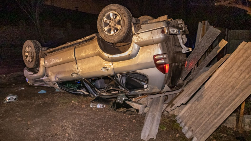 Внезапный пешеход: в Днепре на Криворожской перевернулась Toyota (ВИДЕО)