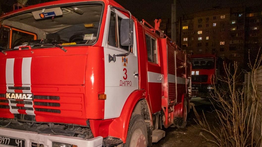 В Днепре горел частный дом в АНД районе: двое пострадавших (ФОТО)