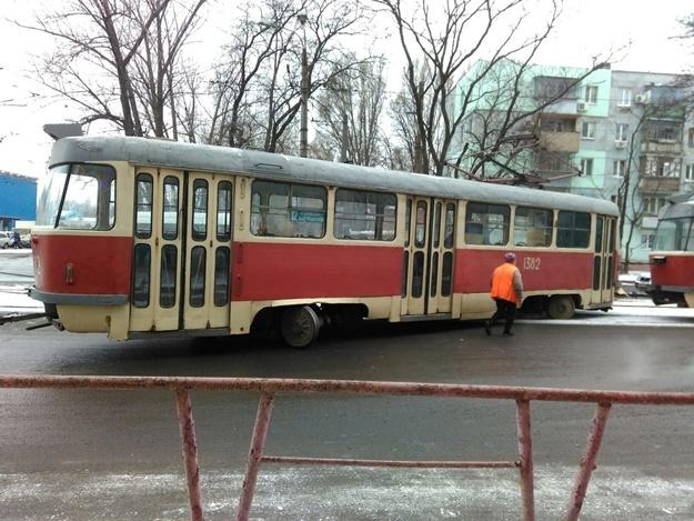 В Днепре несколько трамваев сошли с рельсов (ФОТО)