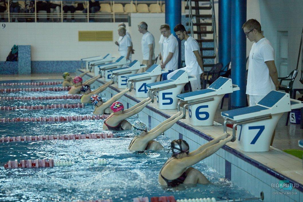 Юные акулы: в Днепре стартовал чемпионат города по плаванию среди девушек и юношей при участии иностранных спортсменов (ФОТО)