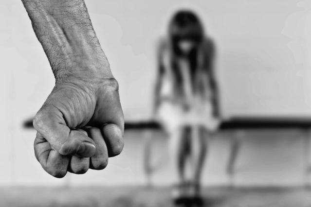 Мать всё знала, но ее отпустили: в Каменском любитель порно изнасиловал и убил 8-летнюю девочку
