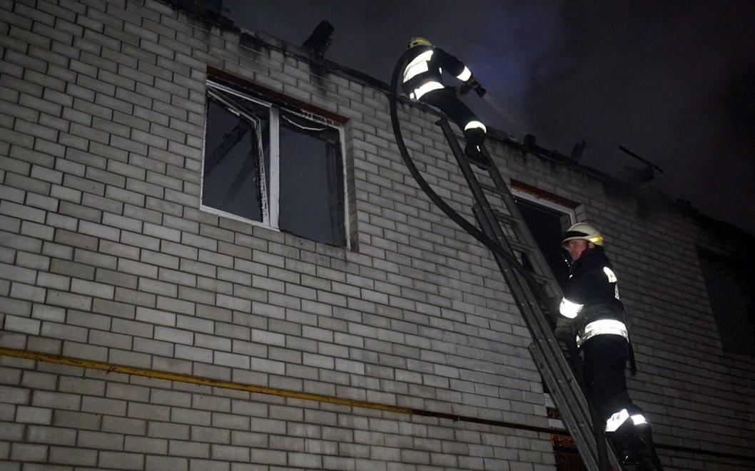 В доме сгорела крыша и перекрытия