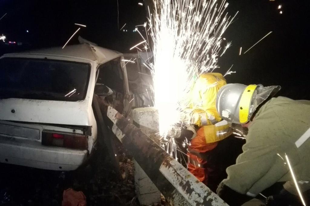 ДТП с погибшим на Днепропетровщине: тело мужчины вырезали спасатели (ФОТО)