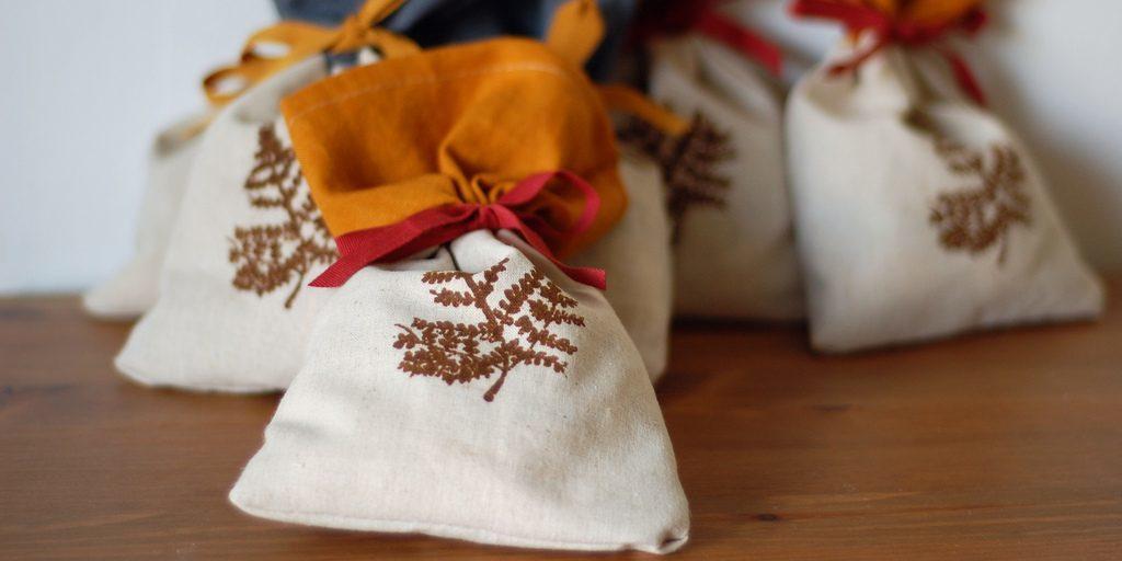 Мешочки с еловыми иголками и корицей