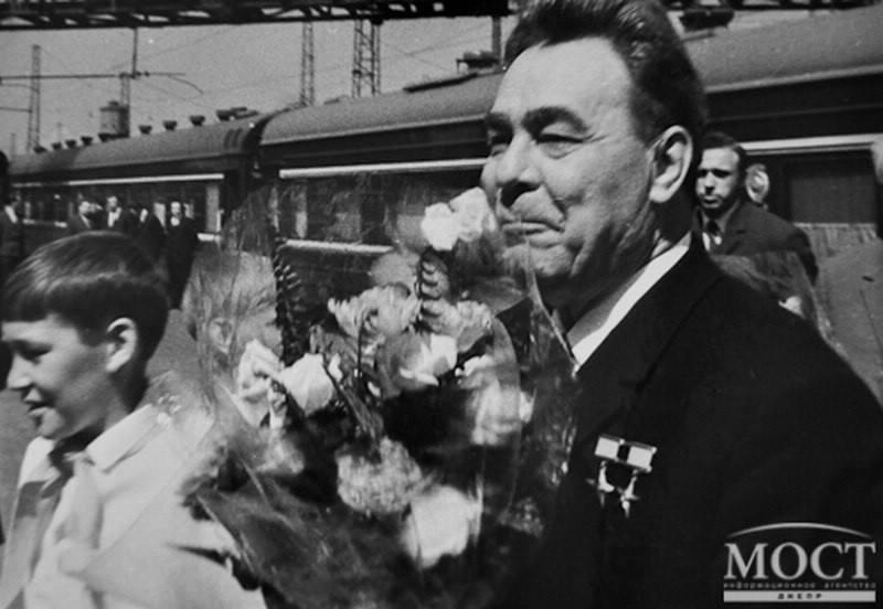 В сети появилось фото, как Брежнев приезжал в Днепр