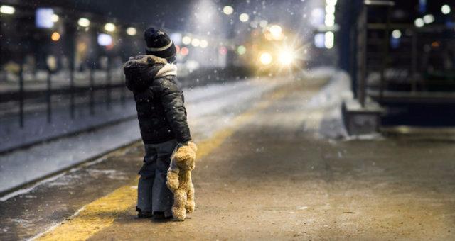 Пытался найти бабушку: горе-мать оставила 5-летнего ребенка ночью одного на улице