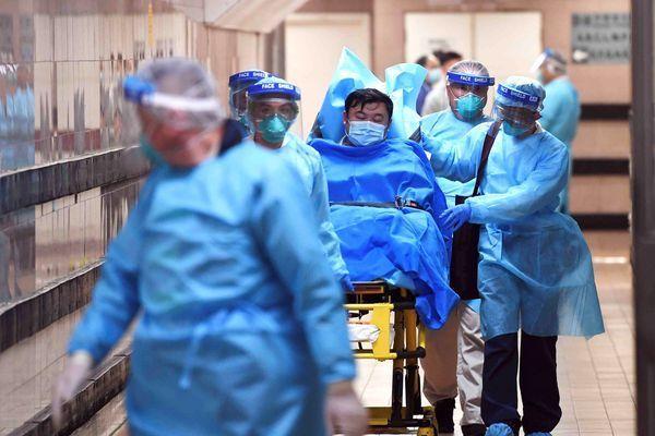 Как в ужасах: в Китае люди умирают прямо на улицах из-за смертельного коронавируса (ВИДЕО)