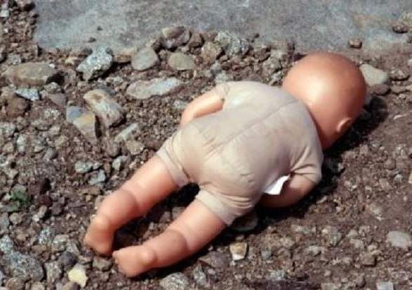 Полиция Днепра ищет мать младенца, которого выкинули на свалку