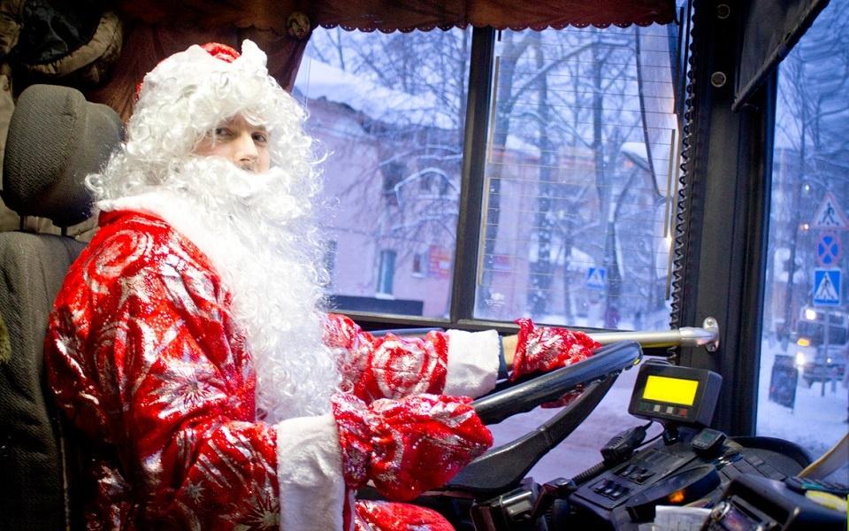 Работали 24/7: более 5000 пассажиров перевезли маршрутки Днепра в новогоднюю ночь (ФОТО)