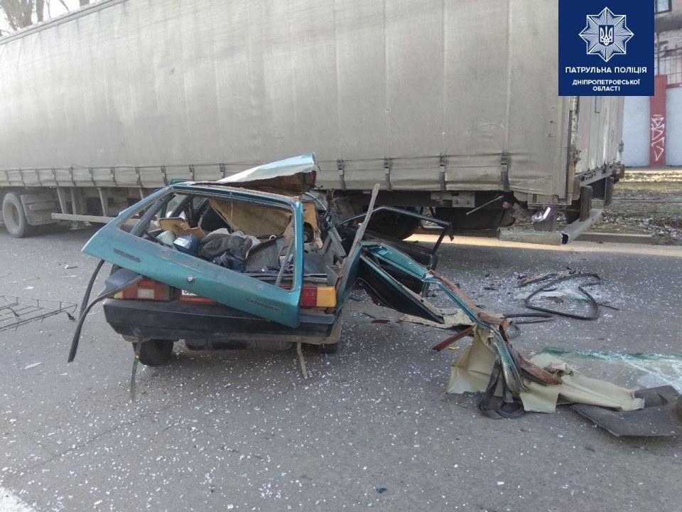 Трагические последствия утренней ДТП в Днепре: скончался пассажир Таврии