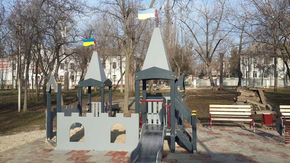 Похожа на гильотину: в Приднепровске появилась странная детская площадка (ФОТО)