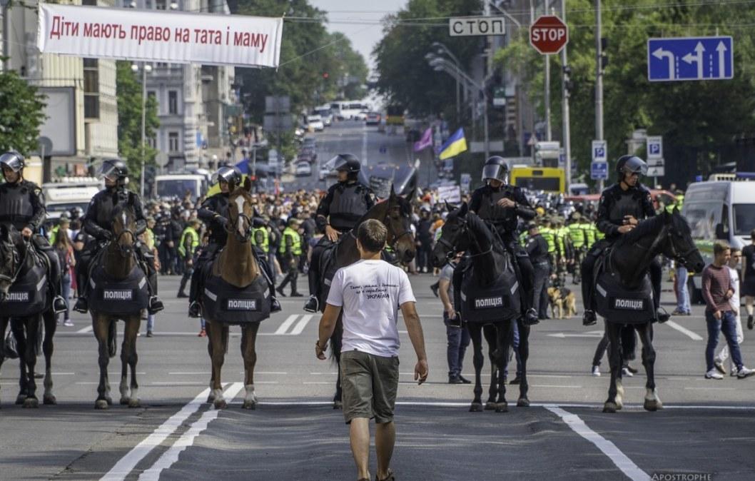 Не слышно цокота копыт: куда пропала конная полиция Днепра