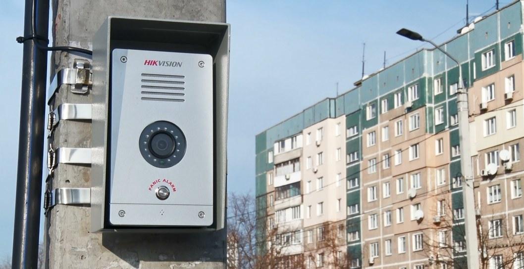 ВІДЕО: У Дніпрі встановили камери із тривожними кнопками