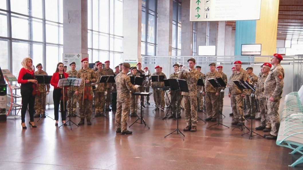 ВІДЕО: Концерт-реквієм – у міжнародному аеропорті Дніпра