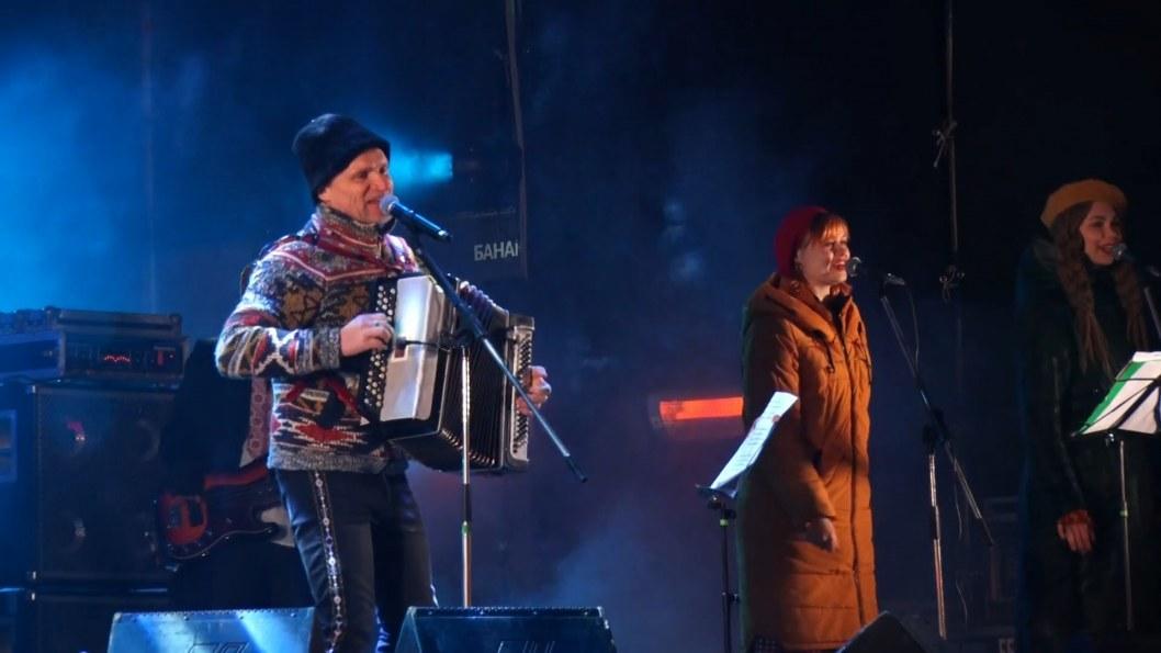 ВІДЕО: У Дніпрі на Різдво виступив Олег Скрипка
