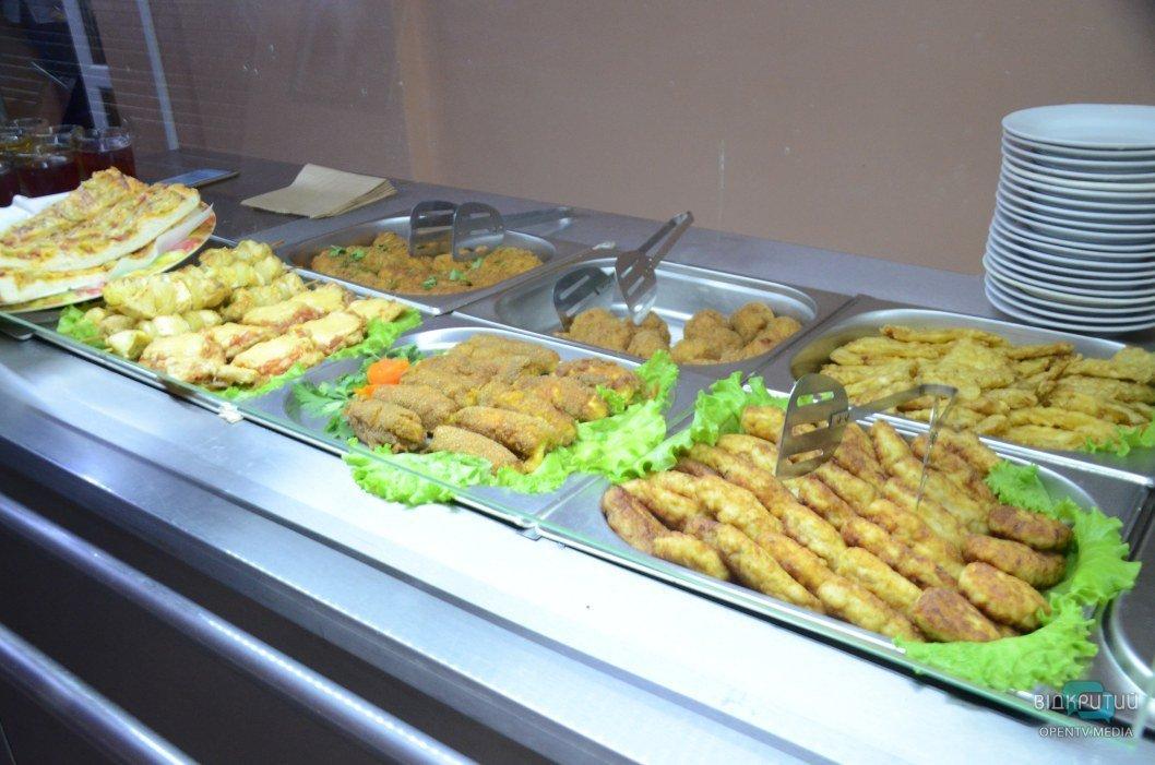 """""""Шведский стол"""" и табу на кисель: чем теперь кормят днепровских школьников"""
