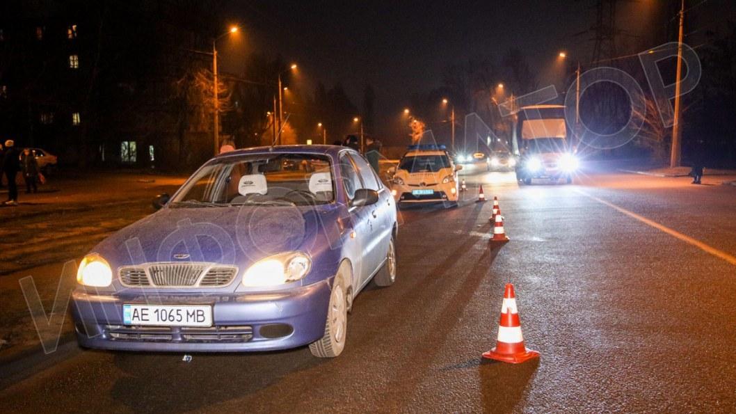Опасная прогулка на Западном: в Днепре 12-летнюю девочку сбила машина (ФОТО)