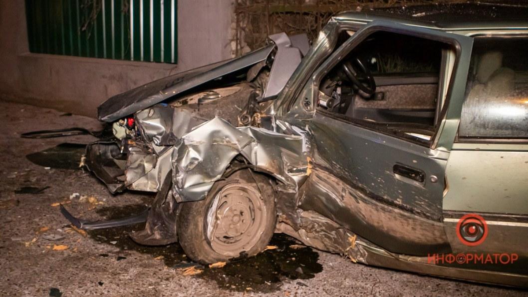 Автомобиль получил серьезные повреждения.