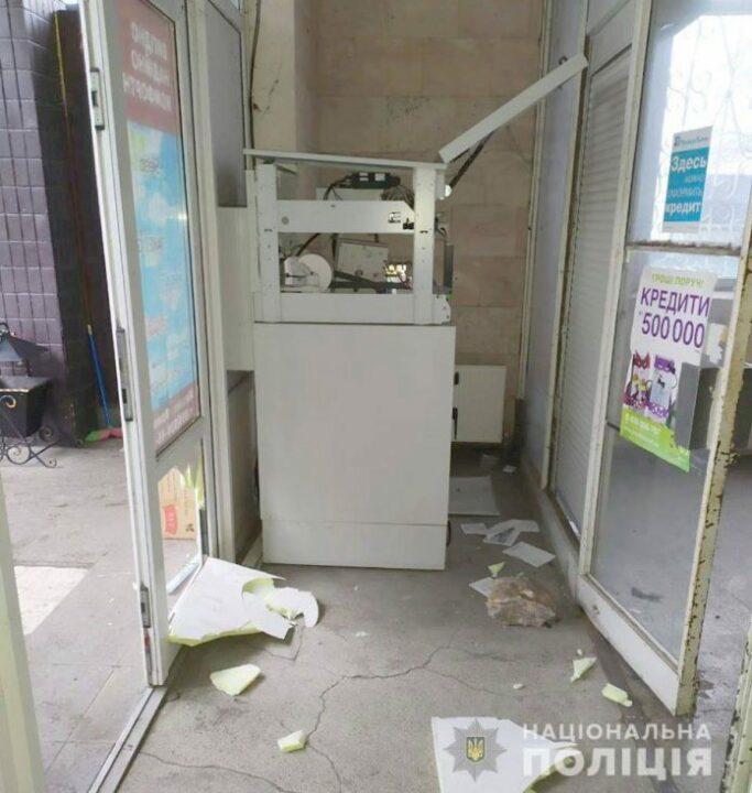 Под Днепром подростки пытались обокрасть банкомат (ФОТО)