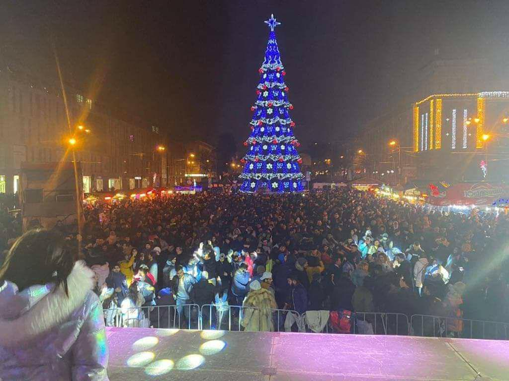 Праздничная ночь: более 7500 человек встретили Новый год в центре Днепра (ФОТО)