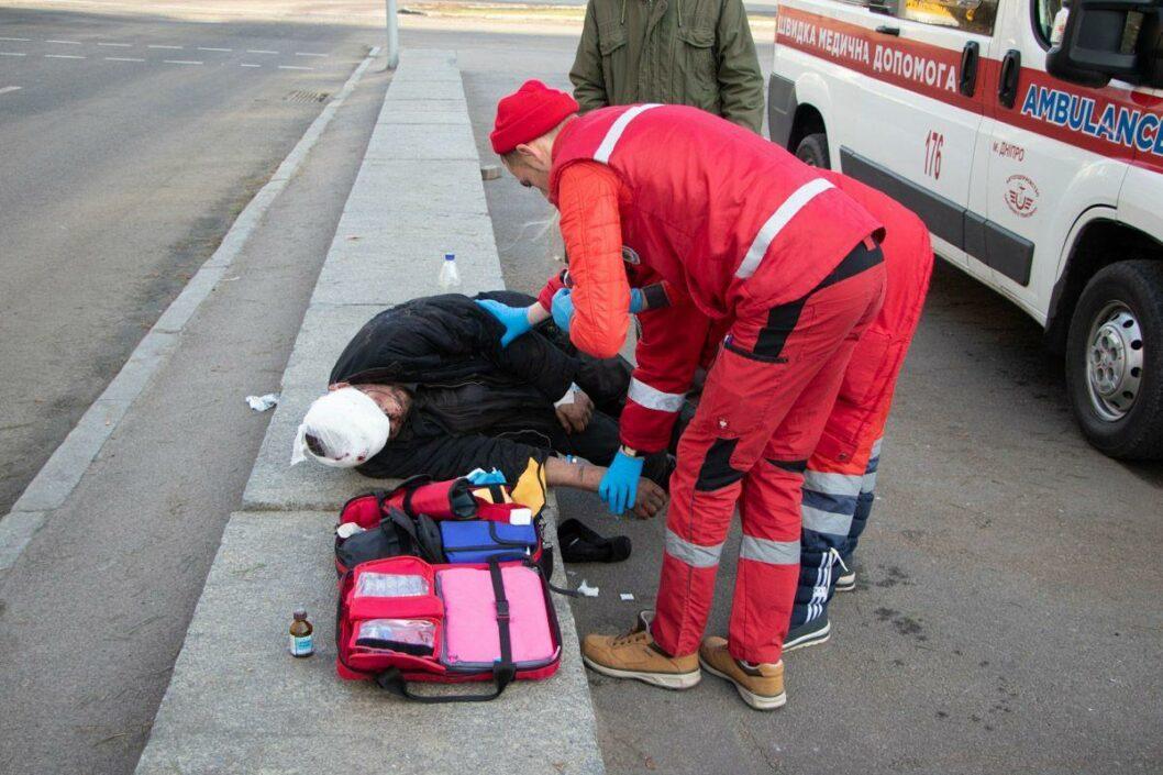 В Днепре подростки жестоко избили бездомного (ФОТО)