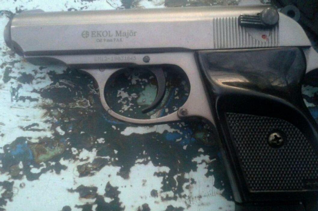 Пистолет, из которого мужчина вел стрельбу по дворовым собакам.
