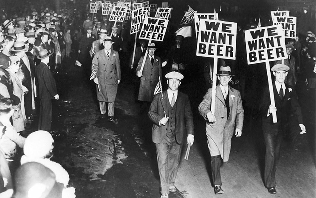 """Спиртное выливали в канавы: сегодня исполнилось 100 лет со дня введения """"сухого закона"""" в США"""