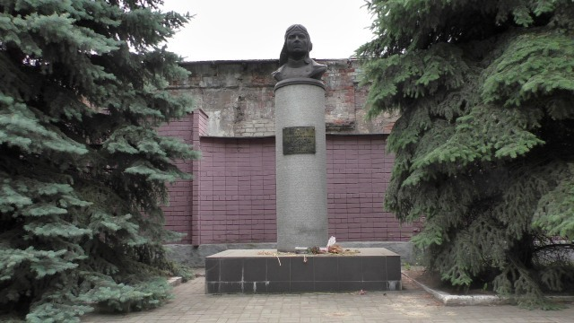 В Днепре памятники борцам за советскую власть и герою СССР будут хранить в трамвайном депо