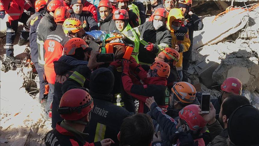 Землетрясение в Турции: число жертв стремительно растет (ФОТО)