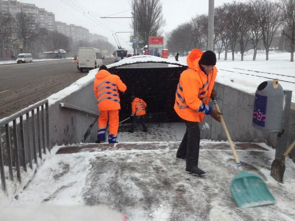 98% магистралей расчистили: в Днепре коммунальщики борются с непогодой