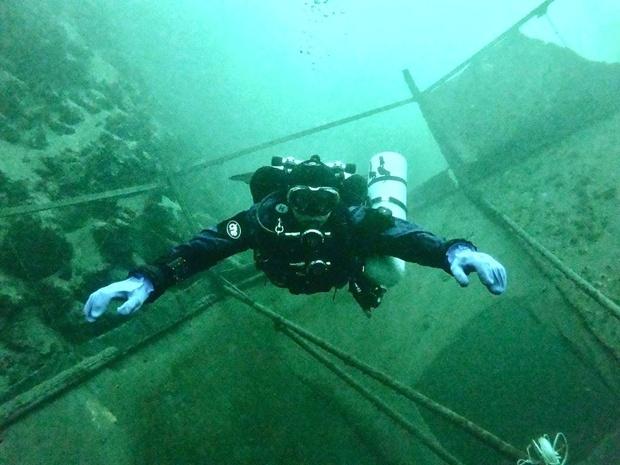 Подводный музей: дайверы показали, что находится на дне Новониколаевского карьера (ФОТО, ВИДЕО)